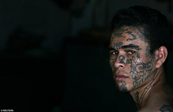 Trang bị vũ khí 'tới tận răng' để áp giải 1000 tù nhân nguy hiểm nhất Nam Mỹ - ảnh 20