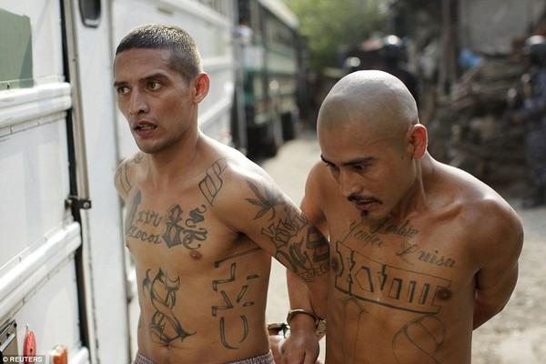 Trang bị vũ khí 'tới tận răng' để áp giải 1000 tù nhân nguy hiểm nhất Nam Mỹ - ảnh 22