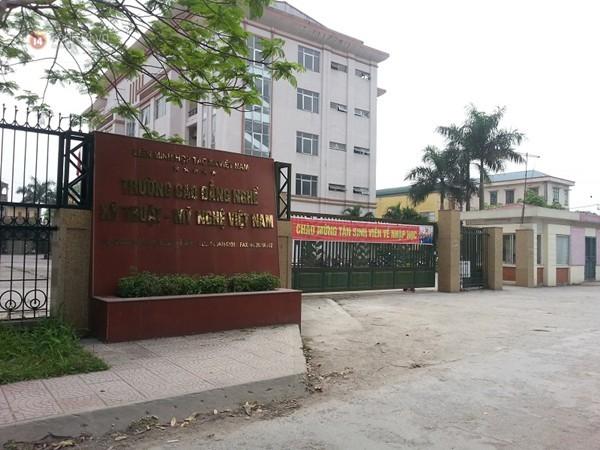 Hà Nội: Học sinh đánh thầy giáo vỡ mũi ngay trước cổng trường - ảnh 3