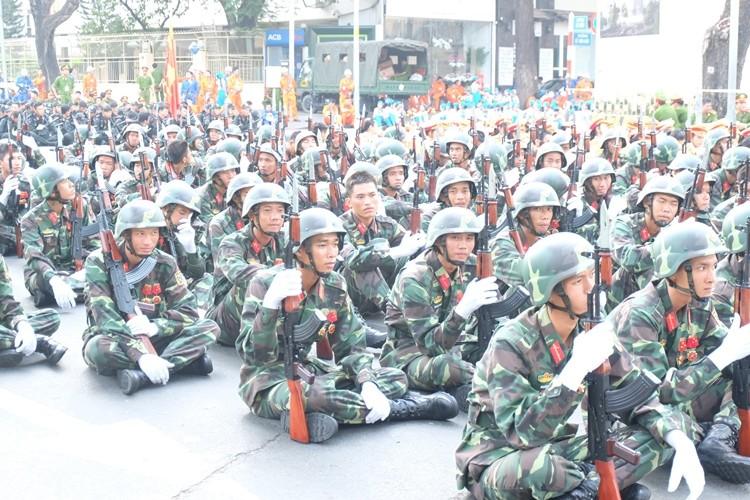 Tổng duyệt diễu binh, diễu hành kỷ niệm 40 năm thống nhất đất nước - ảnh 2