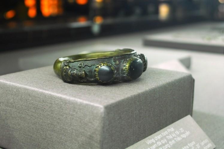 Trưng bày bộ sưu tập 100 món trang sức cổ của người Việt  - ảnh 1
