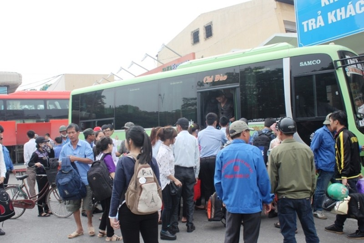 Hàng ngàn xe ô tô ùn tắc trên đường cao tốc Ninh Bình – Cầu Giẽ - ảnh 2