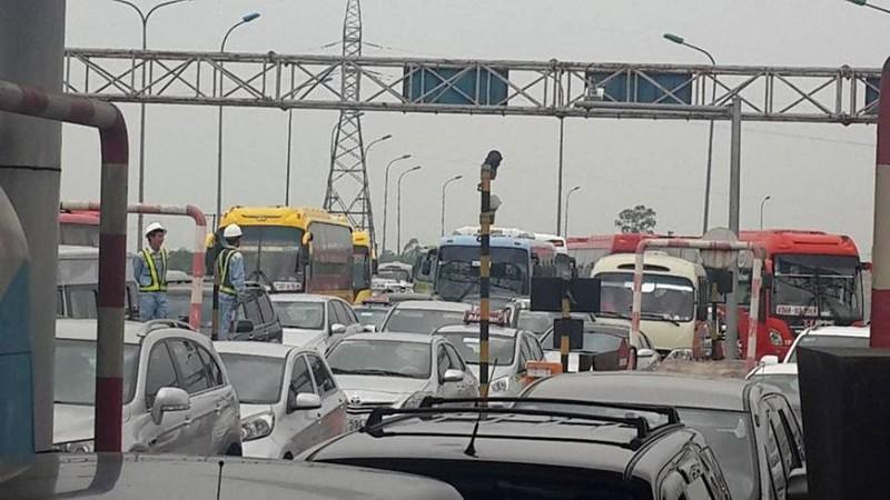 Hàng ngàn xe ô tô ùn tắc trên đường cao tốc Ninh Bình – Cầu Giẽ - ảnh 7