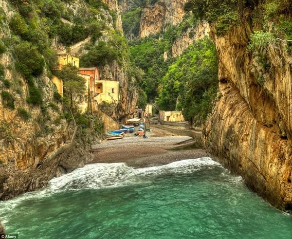 Khám phá những ngôi làng kỳ ảo nhất thế giới - ảnh 9
