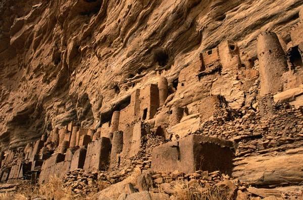 Khám phá những ngôi làng kỳ ảo nhất thế giới - ảnh 7