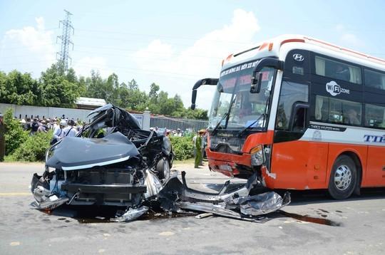 Hiện trường vụ tai nạn thảm khốc làm 7 người tử vong