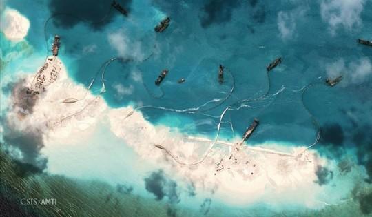Một bức ảnh vệ tinh cho thấy hoạt động cải tạo trái phép của Trung Quốc ở bãi Vành Khăn thuộc quần đảo Trường Sa của Việt Nam - Ảnh: Reuters