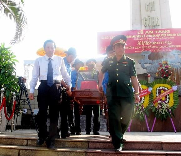 Lễ tiếp nhận, truy điệu hài cốt 26 liệt sỹ hi sinh tại chiến trường Lào - ảnh 2