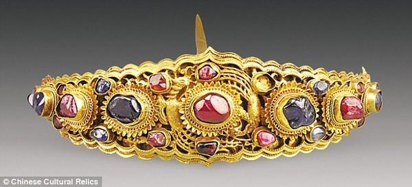 Phát hiện ngôi mộ cổ chứa vàng ròng, đá quý - ảnh 5