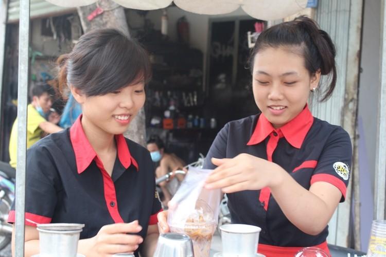 Thú vị cà phê 'Take Away' trên phố Sài Gòn - ảnh 2