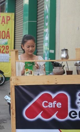Thú vị cà phê 'Take Away' trên phố Sài Gòn - ảnh 1