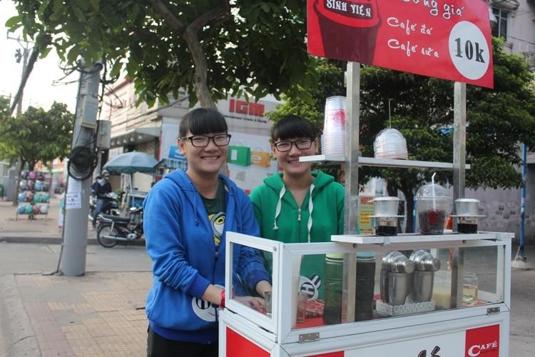 Thú vị cà phê 'Take Away' trên phố Sài Gòn - ảnh 3