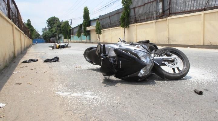 Tránh xe tải, hai xe máy tông nhau, một người chết - ảnh 1