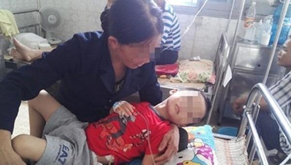 Bé trai 5 tuổi bị đánh vỡ gan, gãy xương sườn - ảnh 1
