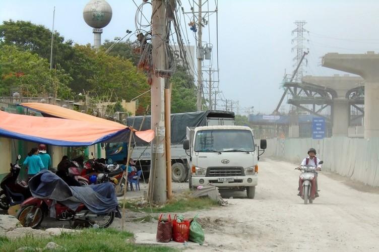 Ngộp thở vì khói bụi ô nhiễm tại xa lộ Hà Nội - ảnh 10
