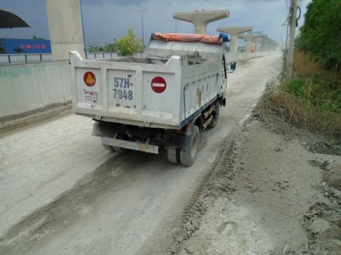 Ngộp thở vì khói bụi ô nhiễm tại xa lộ Hà Nội - ảnh 6
