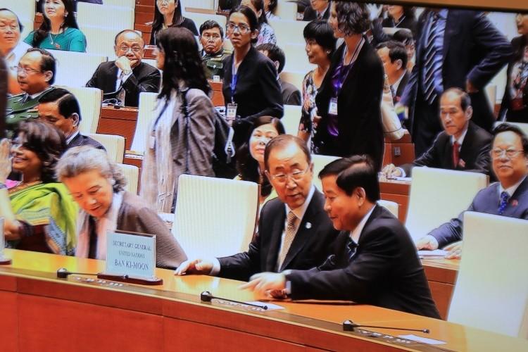 Tổng thư ký LHQ: 'Tôi xin được nghiêng mình cúi đầu trước những người VN dũng cảm' - ảnh 1