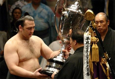 Cuộc 'hành xác' suốt đời của giới võ sĩ sumo - ảnh 3