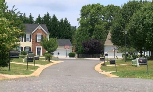 Một trong những khu phố xảy ra cướp tài sảnở hạt Charlotte-Mecklenburg, bang Bắc Carolina. Ảnh: Fox46