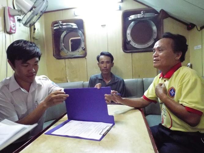 Cứu 38 ngư dân trôi dạt nhiều ngày trên biển do tàu hỏng máy - ảnh 2