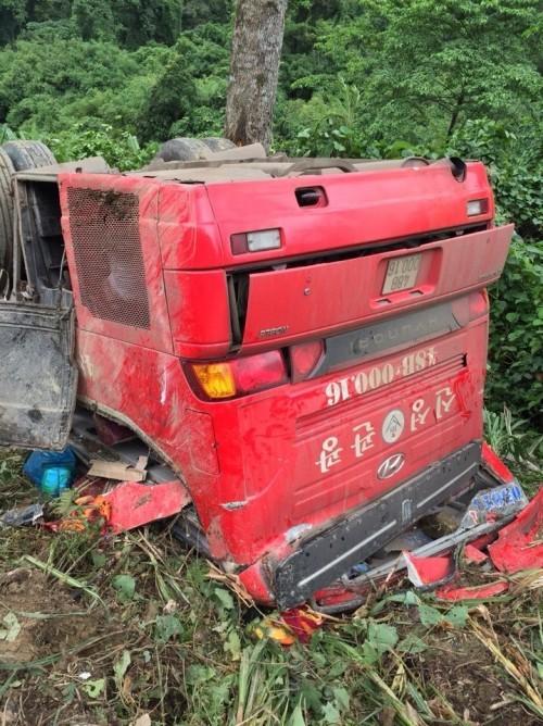 Xe khách rơi xuống vực sâu:1 người chết, 16 người bị thương - ảnh 2