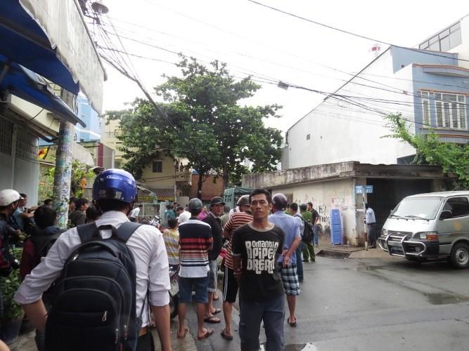 Hàng trăm người hoảng loạn vì 'mìn' trước nhà dân - ảnh 4