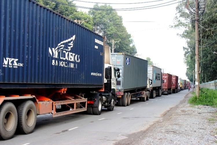Hàng ngàn phương tiện kẹt cứng trên xa lộ Hà Nội - ảnh 2