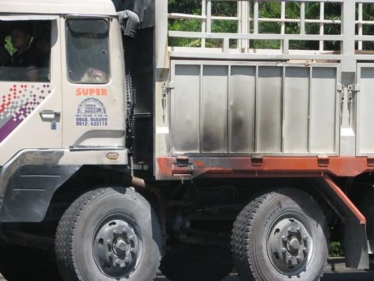 Hoảng loạn vì xe tải bất ngờ bốc cháy trong hầm Hải Vân - ảnh 1