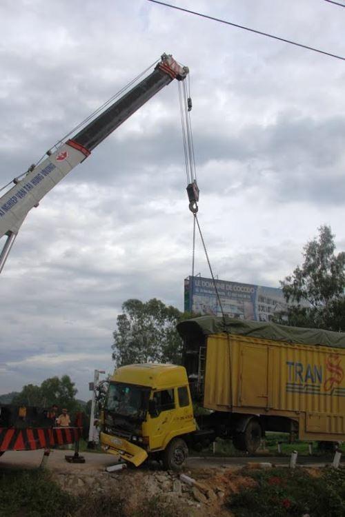 Tàu hàng hất văng container chở xe ô tô mới xuất xưởng - ảnh 4