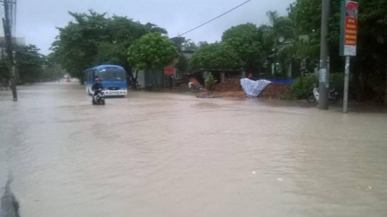Choáng với trận mưa lớn chưa từng có trong 40 năm qua ở Quảng Ninh - ảnh 2