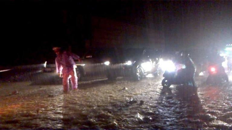 Choáng với trận mưa lớn chưa từng có trong 40 năm qua ở Quảng Ninh - ảnh 3