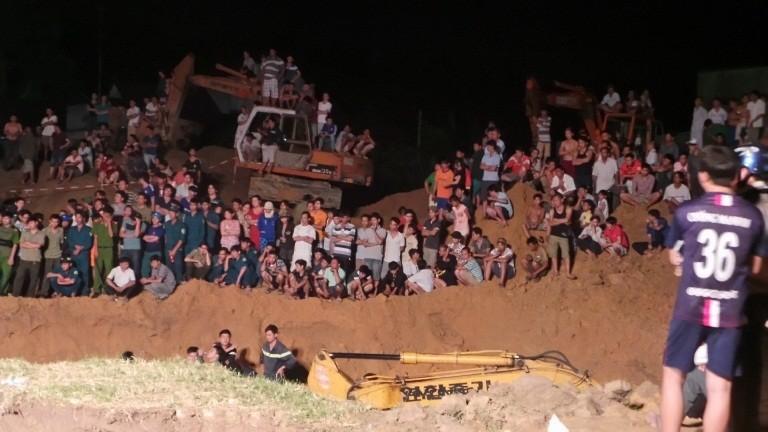 Hàng trăm chiến sĩ cứu hộ giải cứu bé gái lọt xuống giếng sâu  - ảnh 1