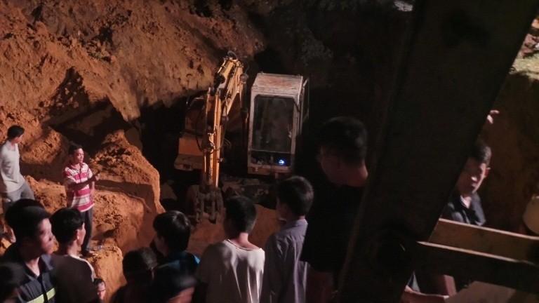 Hàng trăm chiến sĩ cứu hộ giải cứu bé gái lọt xuống giếng sâu  - ảnh 5