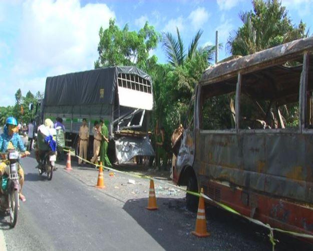 Xe khách cháy rụi vì tai nạn giao thông nghiêm trọng, 1 người chết - ảnh 3