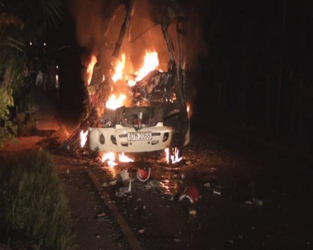 Xe khách cháy rụi vì tai nạn giao thông nghiêm trọng, 1 người chết - ảnh 2