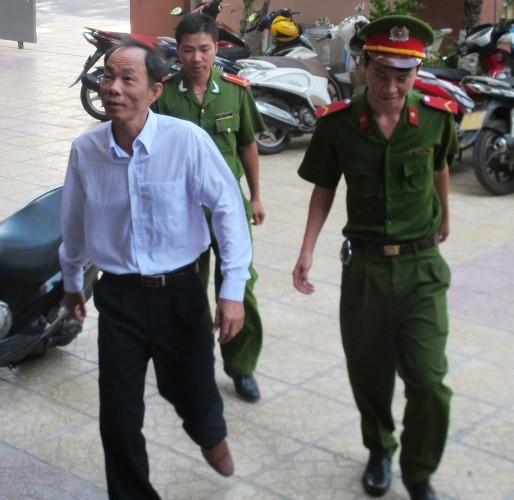 Nguyên trưởng công an huyện ăn chặn trầm kỳ lãnh 9 năm tù - ảnh 2