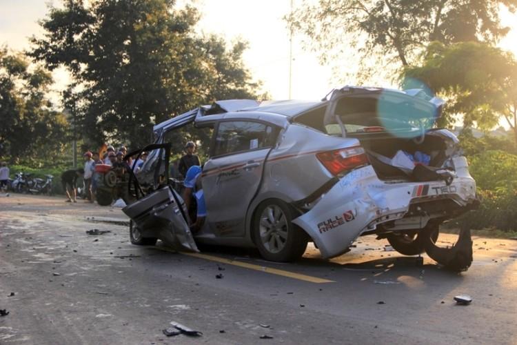 Vụ xe con đấu đầu xe tải, CSGT thứ hai đã tử vong - ảnh 1