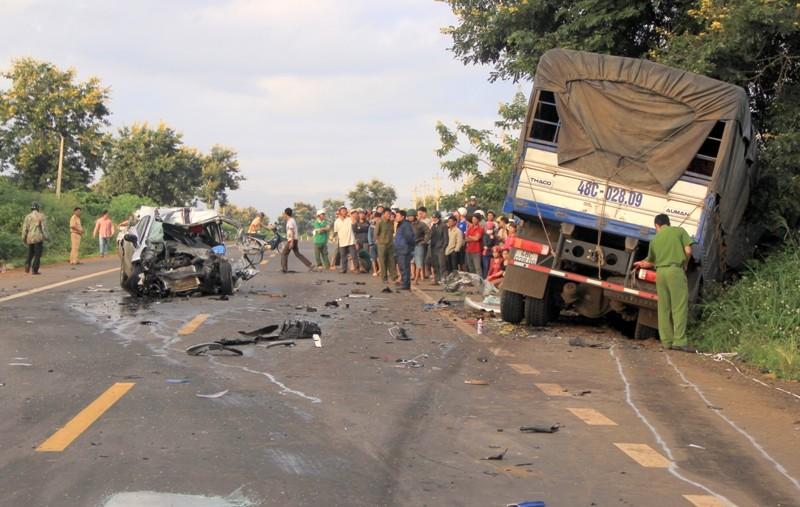 Tông trực diện xe tải, hai cảnh sát giao thông thương vong - ảnh 2