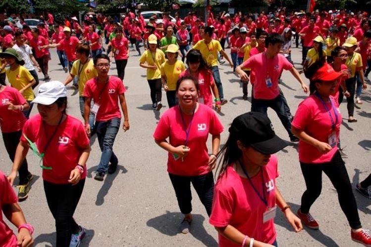 5.000 tình nguyện viên nhảy flashmob trước cổng viện huyết học - ảnh 1