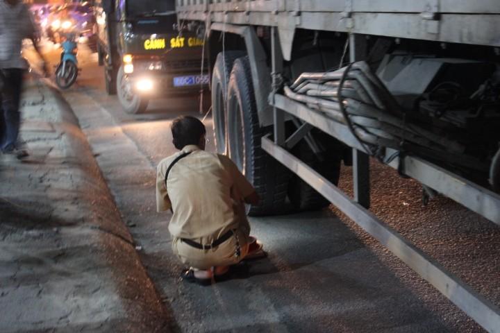 Thương tâm: Nữ sinh đi xe đạp điện tử vong do va chạm xe tải  - ảnh 1