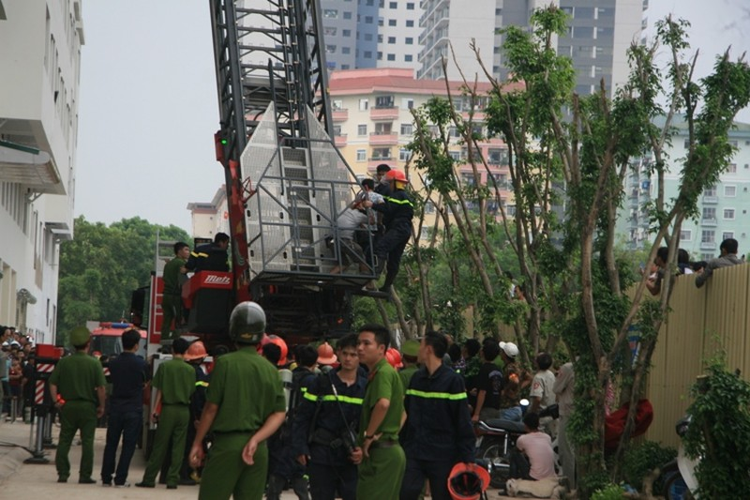 Hà Nội: Cháy lớn tại chung cư hàng chục tầng  - ảnh 7