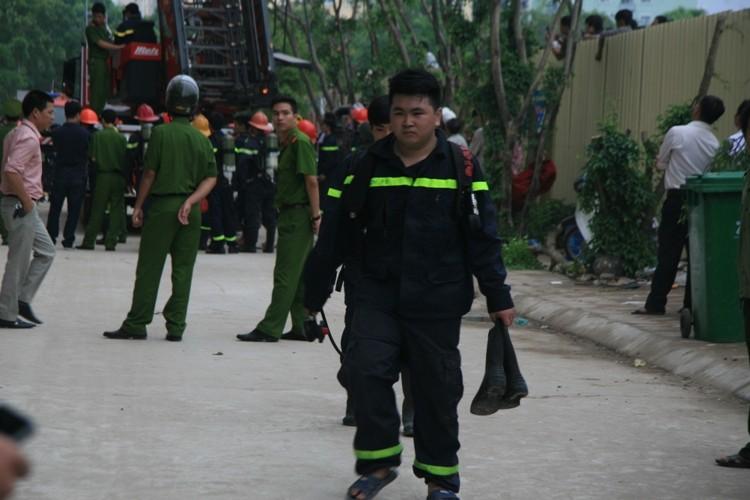 Hà Nội: Cháy lớn tại chung cư hàng chục tầng  - ảnh 10