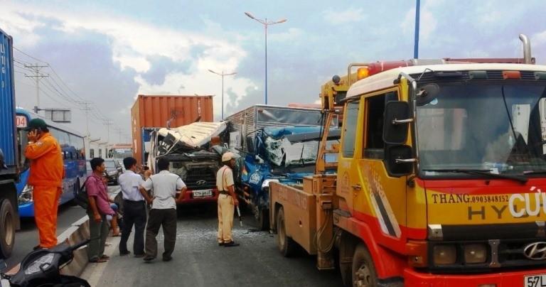Xe container gây tai nạn liên hoàn trên xa lộ Hà Nội - ảnh 2