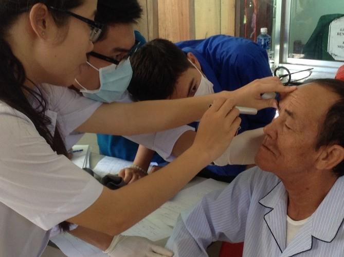 400.000 người bị cườm mắt mỗi năm - ảnh 1