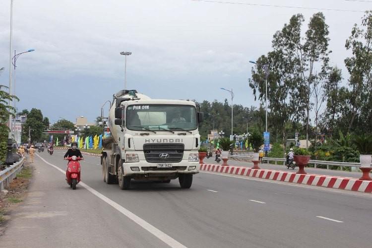 Khánh thành thông xe công trình mở rộng quốc lộ 1A qua Quảng Ngãi   - ảnh 2