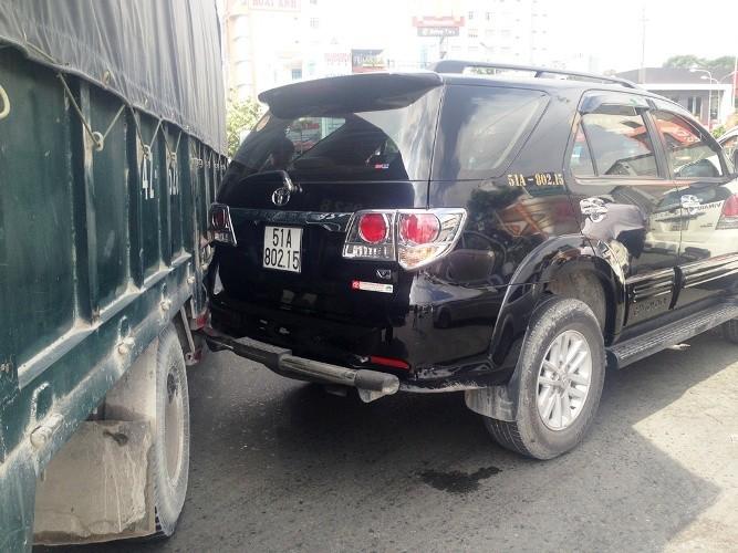Tai nạn dính chùm ba xe ô tô tại trung tâm Sài Gòn - ảnh 2