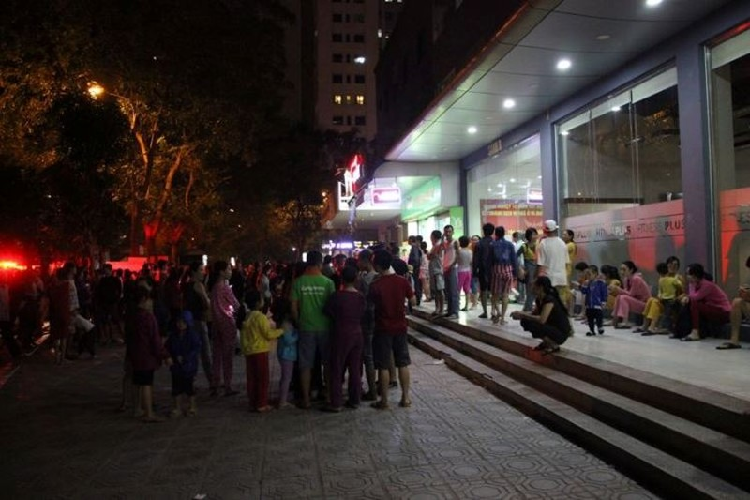 Hà Nội: Chuông báo cháy rú liên hồi, hàng trăm người dân chạy tán loạn - ảnh 1