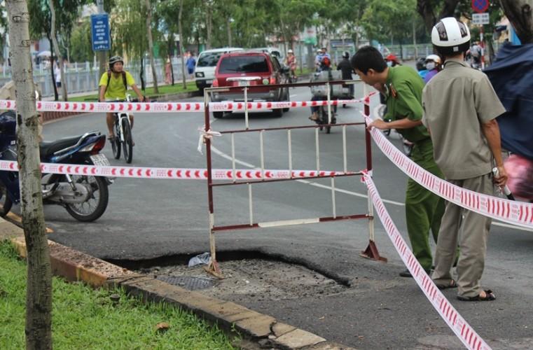 Chậm tìm nguyên nhân nổ hố ga đường Trường Sa là do… mưa? - ảnh 1