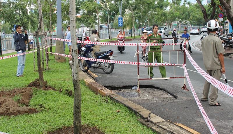 Chậm tìm nguyên nhân nổ hố ga đường Trường Sa là do… mưa? - ảnh 2