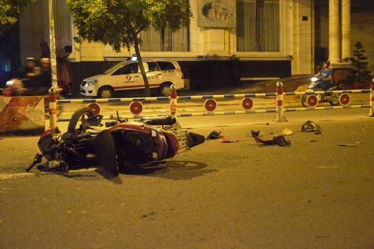 Qua đường ngược chiều bị tông trực diện, ba người chấn thương nặng - ảnh 2